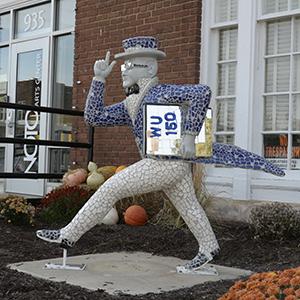 Ichabods Around Town statue in NOTO