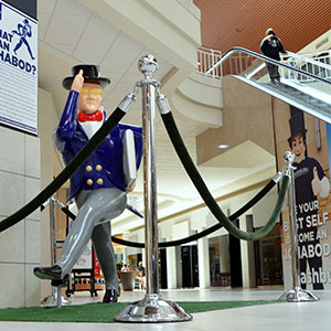 Ichabods Around Town statue at Westridge Mall