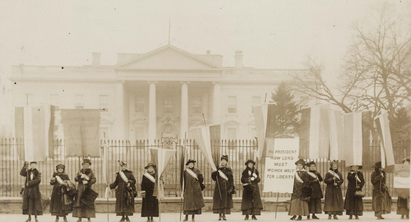 women's suffrage demonstrators outside the white house - Library of Congress