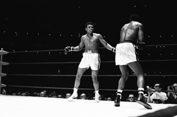 Photo of Ali boxing